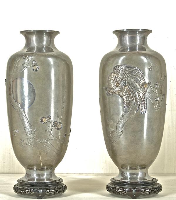 「銀・朧銀 高肉彫花瓶」